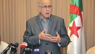 Photo de Tebboune nomme Karim Younès un médiateur de la République