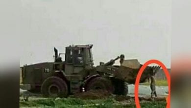 "Photo of Israeli Bulldozer Wrests martyr Body ""Muhammad Al-Naem"" From Palestinians on the Gaza-Israel border"
