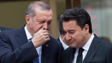 صورة علي باباجان يؤكد أن نظام أردوغان حزبي ومنحاز