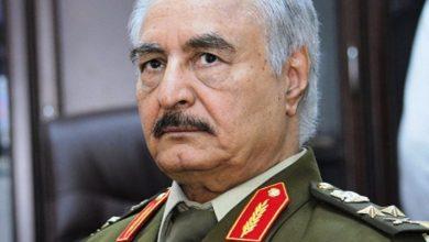 صورة قائد الجيش الليبي يقبل تفويض الشعب في مهمة قيادة البلاد