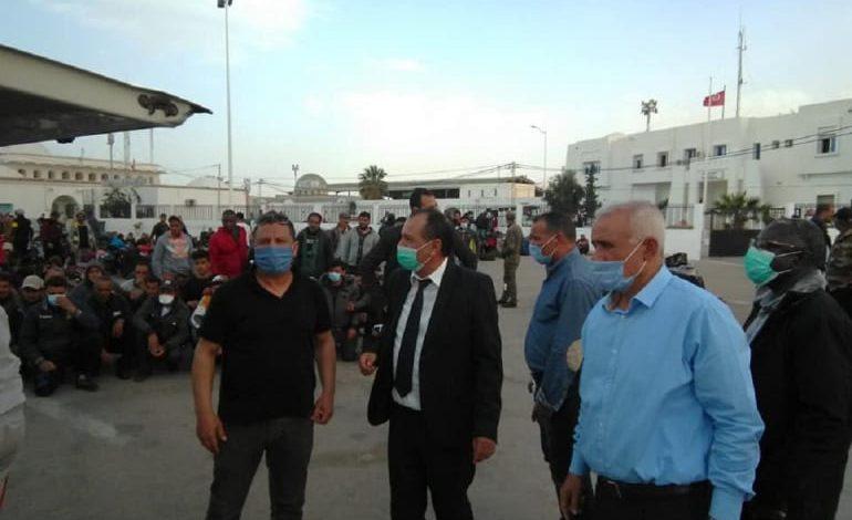 مئات العالقين من تونس