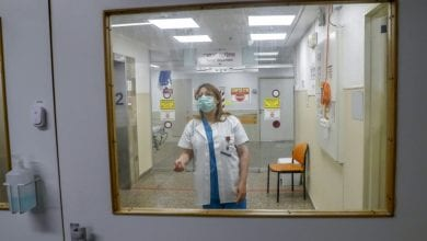 Photo of Arab doctor leads Israeli hospital's anti-virus fight