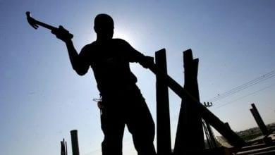 صورة مصير مجهول ينتظر العمال في العالم