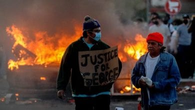 صورة تواصل الاحتجاجات في ولاية مينيسوتا الأمريكية ضد القتل العنصري