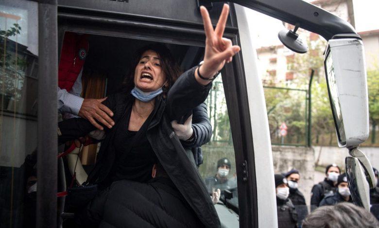 محاكمة نشطاء حقوق الانسان في تركيا