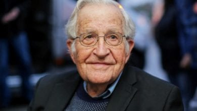 Photo of Noam Chomsky: White House is in the hands of a sociopathic megalomaniac