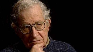 Photo de Noam Chomsky:  Les États-Unis courent à la catastrophe