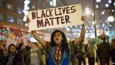 """صورة مقتل مواطن أمريكي خلال تظاهرة """"حياة السود مهمة"""" المناهضة للعنصرية"""