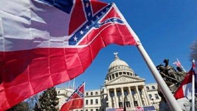 صورة ولاية أمريكية تقرر  إزالة شعار الكونفدرالية عن علم الولايات المتحدة بسبب العنصرية