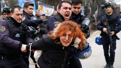 صورة المحامون الأتراك يتظاهرون ضد سياسات الهيمنة التي يمارسها أردوغان في البلاد