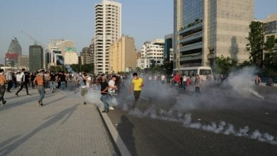 Photo of Dozens of Protesters wounded in clashes as hundreds of protesters flood Beirut