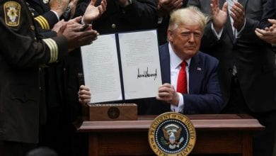 Photo of Trump signs executive order on police reform after weeks of protests