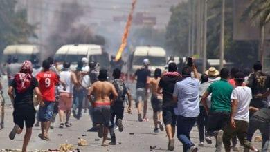 صورة الأحزاب والمنظمات التونسية تدين عنف الشرطة في التعامل مع احتجاجات تطاوين