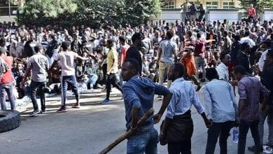 صورة احتجاجات واسعة في إثيوبيا بعد مقتل المغني هاتشالو هونديسا