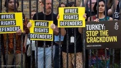 صورة محتجون أتراك يتهمون النظام الحاكم بتنفيذ عمليات تصفية للمعارضين وامتهان الدستور