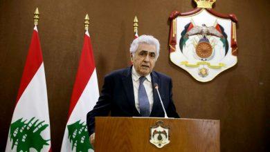 صورة وزير الخارجية اللبناني يستقيل من منصبه