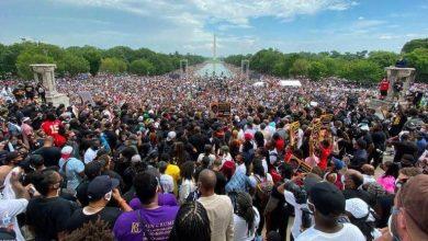 صورة آلاف الأمريكيين يحتشدون في واشنطن ضد العنصرية وعنف الشرطة