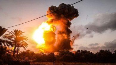 صورة طائرات الاحتلال الإسرائيلي تغير على مواقع فلسطينية في غزة