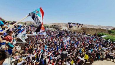 صورة شبوة تتظاهر بالآلاف ضد مخططات الإخونجية في اليمن