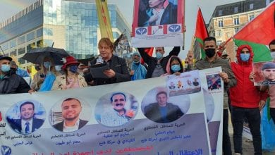 صورة مظاهرة في بروكسل تطالب بمحاكمة عباس وأردوغان وإطلاق سراح المعتقلين السياسيين