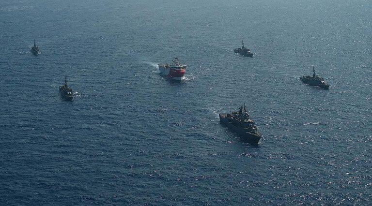 اليونان تضع سفنها الحربية جنوب شرقي بحر إيجه في حالة التأهب