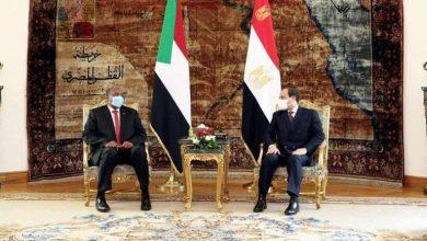 Photo de Al-Sissi discute avec Abdel Fattah al-Burhan des enjeux de la région