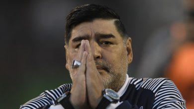 صورة وفاة الأسطورة الكروية دييغو مارادونا