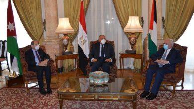 صورة وزراء خارجية الأردن ومصر وفلسطين يدعون لإنفاذ حل الدولتين