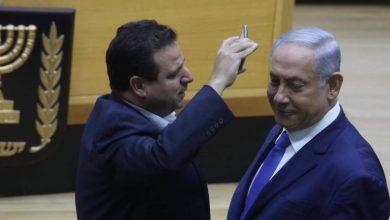 صورة أيمن عودة يهدد بمحاكمة وزير الدفاع الإسرائيلي بيني غانتس