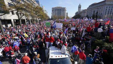 صورة الآلاف من أنصار ترامب يحتجون على نتائج الانتخابات الرئاسية الأمريكية