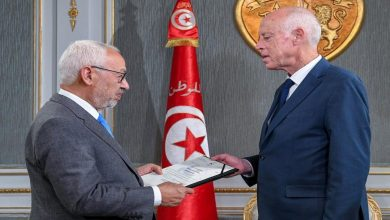 Photo of Tunisian President Kais Saied Blocks the way on Ghannouchi