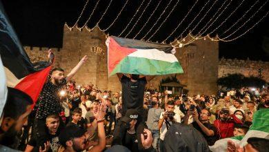 الفلسطينيون يحتفلون