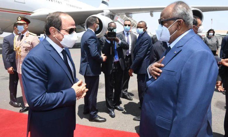 إسماعيل عمر جيلة في استقبال السيسي